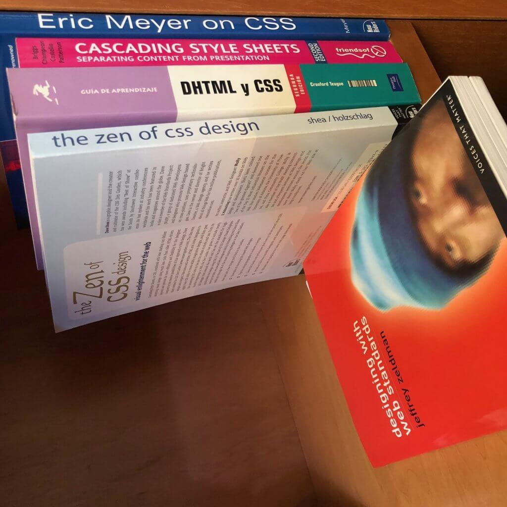 libros-html-css-1024x1024 Cómo crear bloques div HTML, fácil y sin Gutenberg - Videotutorial y PDF