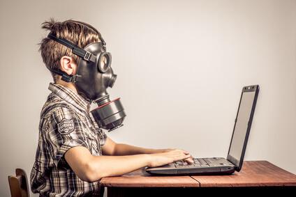 Fotolia_nino_mascara-antigas Guía de seguridad de Twitter