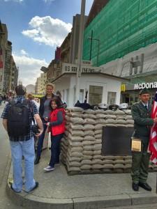 pointcharlie4-225x300 Visita al Checkpoint Charlie