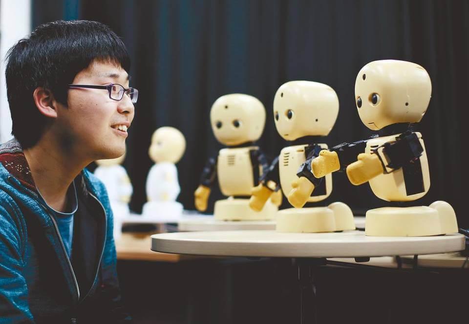 robot2 En 2016 nacerá el primer bebé con conexión USB (inocentada 2015)
